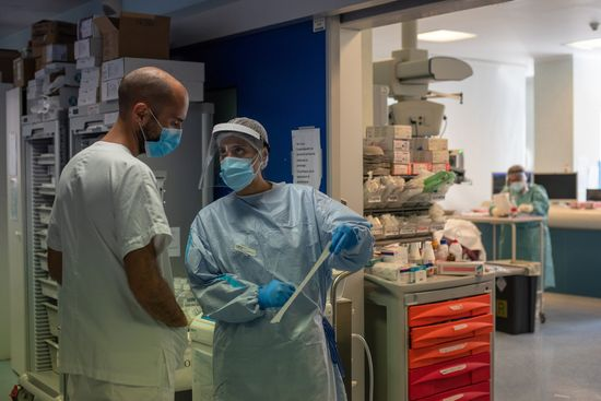 Prevention, identification and management of infections in health workers in the context of COVID-19